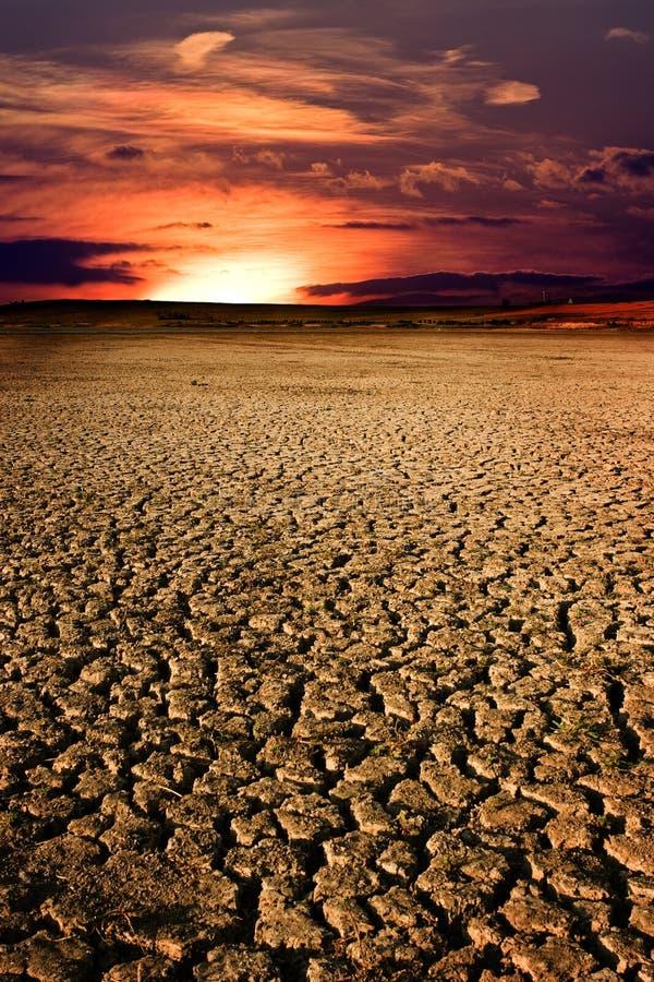 suche jezioro przez zachodem słońca obraz stock