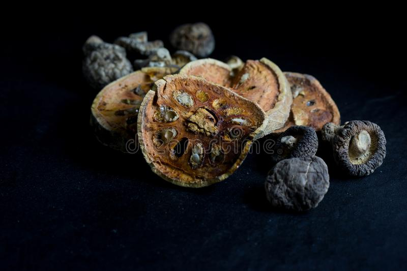 Suchego bael owocowa herbata i pieczarka ja fotografia stock