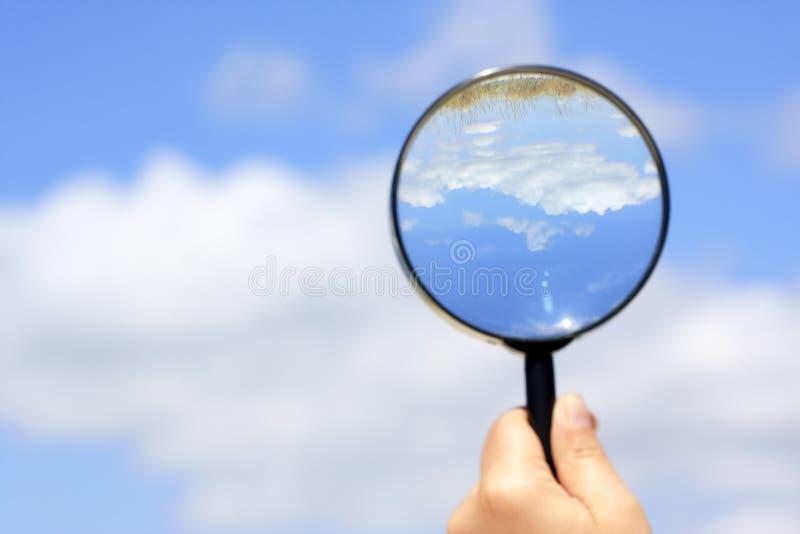 Suchen nach dem Sommer lizenzfreie stockbilder