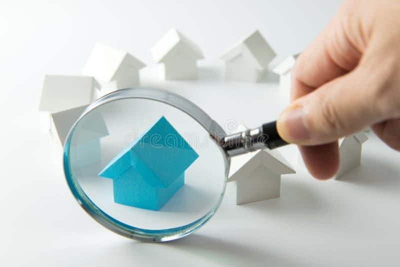 Suchen nach Haus lizenzfreie stockfotos