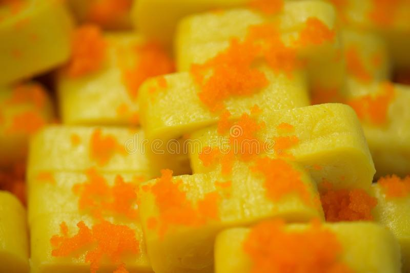 Suchi для продажи в супермаркете, Suchi - японская национальная еда, популярная во всем мире стоковые изображения