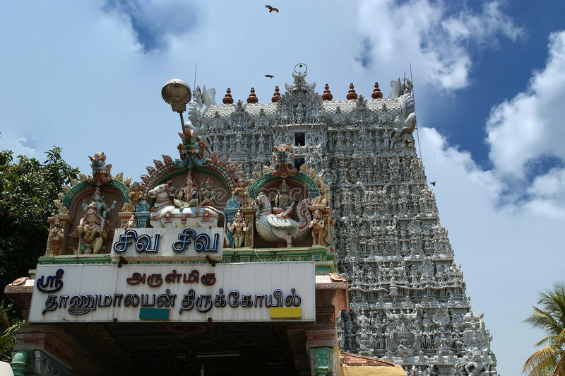 Suchindram tempel som är hängiven till gudarna Shiva, Vishnu och Brahma Kanniyakumari södra Indien arkivbilder