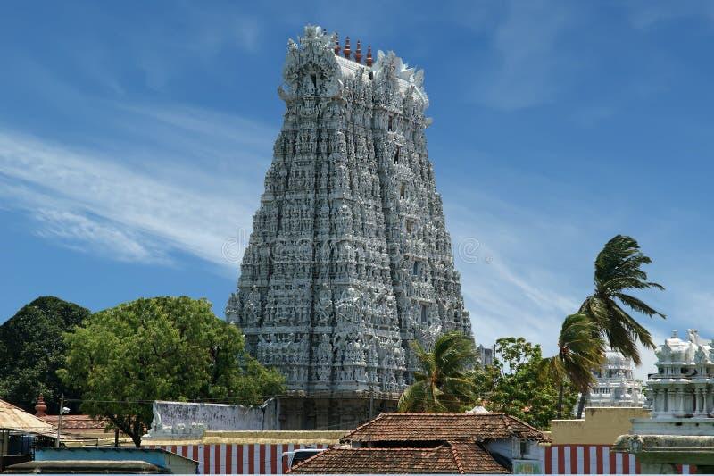 Suchindram tempel som är hängiven till gudarna Shiva, Vishnu och Brahma Kanniyakumari södra Indien royaltyfri foto