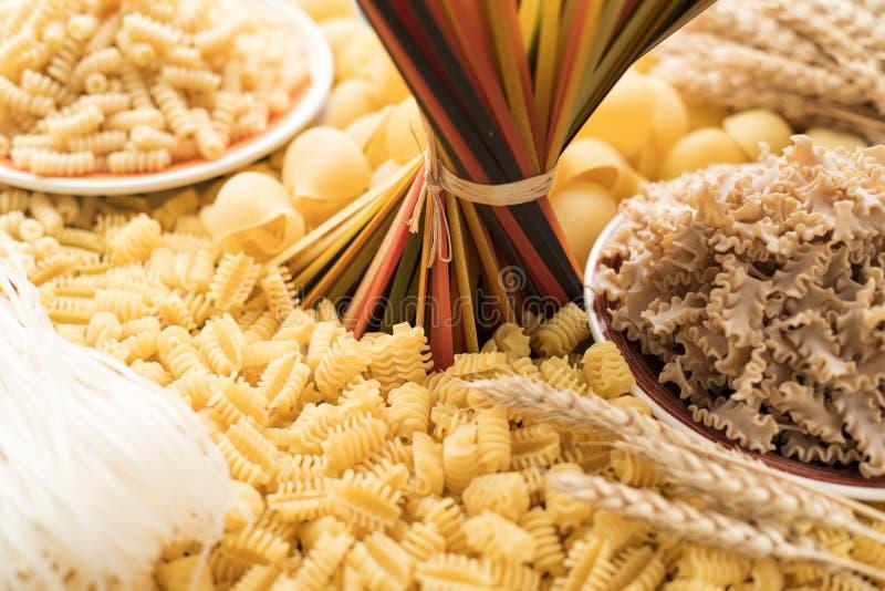 Suchy Surowy Makaronowy tekstury tło zdjęcie stock