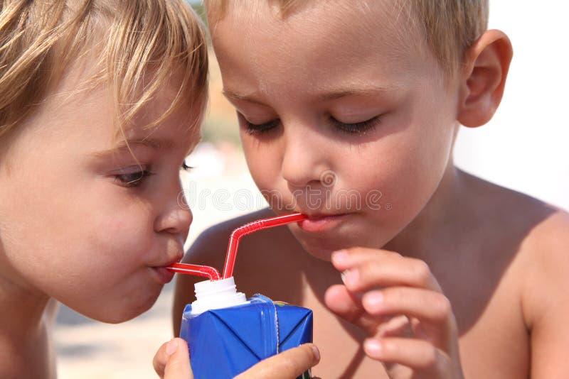 Suco da bebida das crianças fotos de stock royalty free
