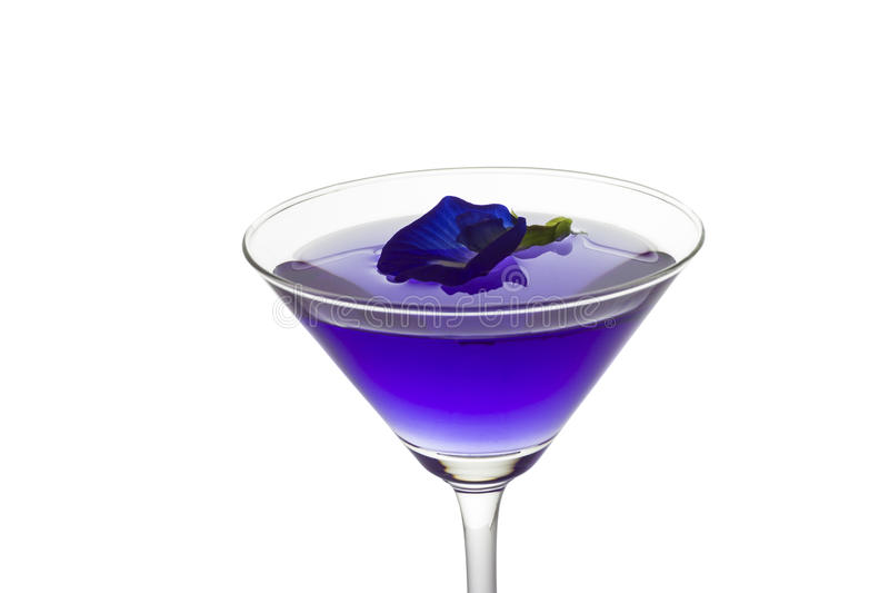 Suco da flor da ervilha de borboleta no vidro de cocktail foto de stock royalty free