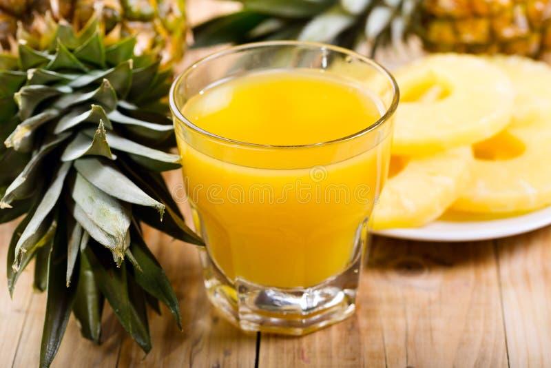 Suco de abacaxi imagens de stock