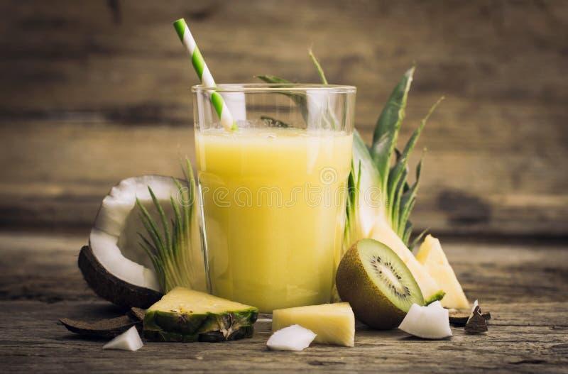 Suco de abacaxi imagem de stock