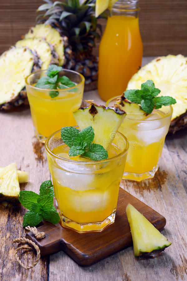 Suco de abacaxi fotografia de stock