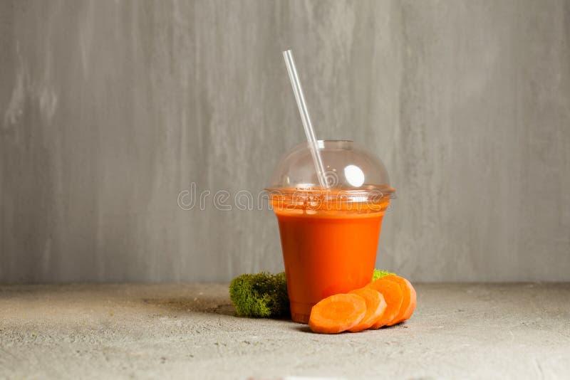Suco de cenoura fresco foto de stock royalty free