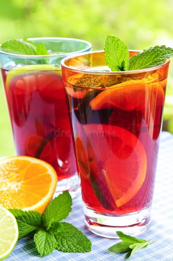 Suco de fruta mixa nos vidros fotografia de stock
