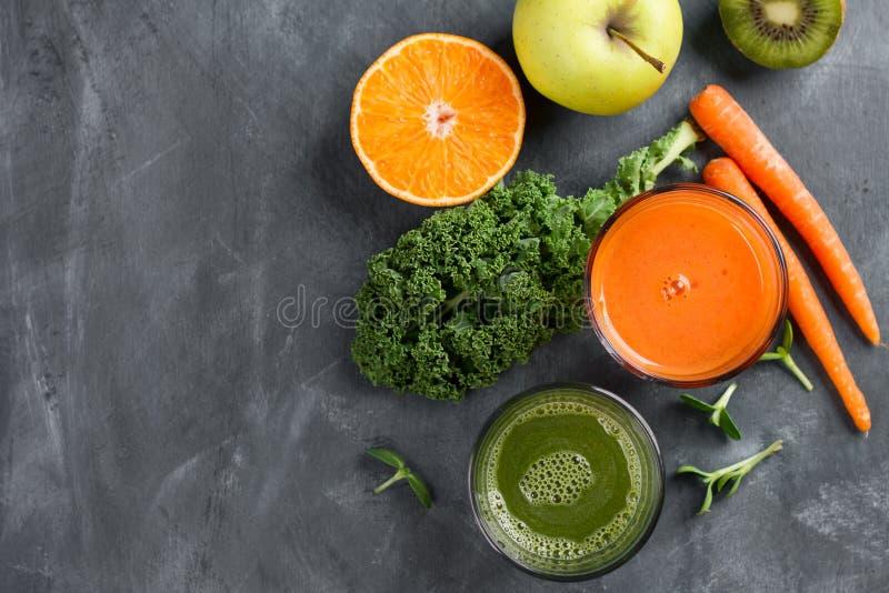 Suco de frutas e legumes fresco para o estilo de vida saudável fotografia de stock
