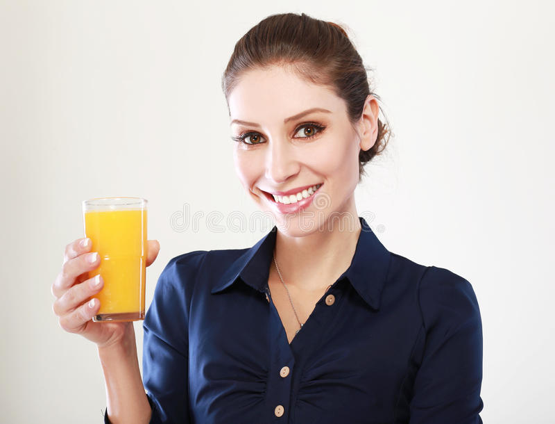 Suco de laranja da mulher fotografia de stock royalty free