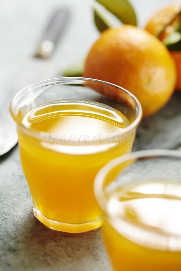 Suco de laranja fresco fotos de stock