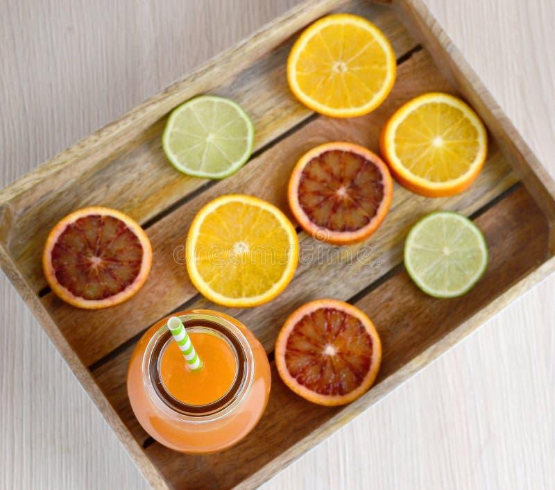 Suco de laranja no vidro, bebida da vitamina imagens de stock