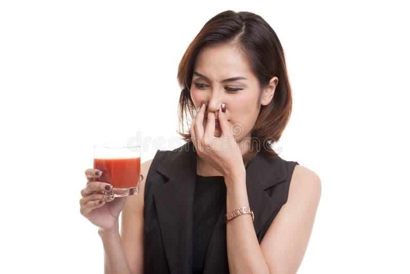 Suco de tomate asiático novo do ódio da mulher foto de stock royalty free