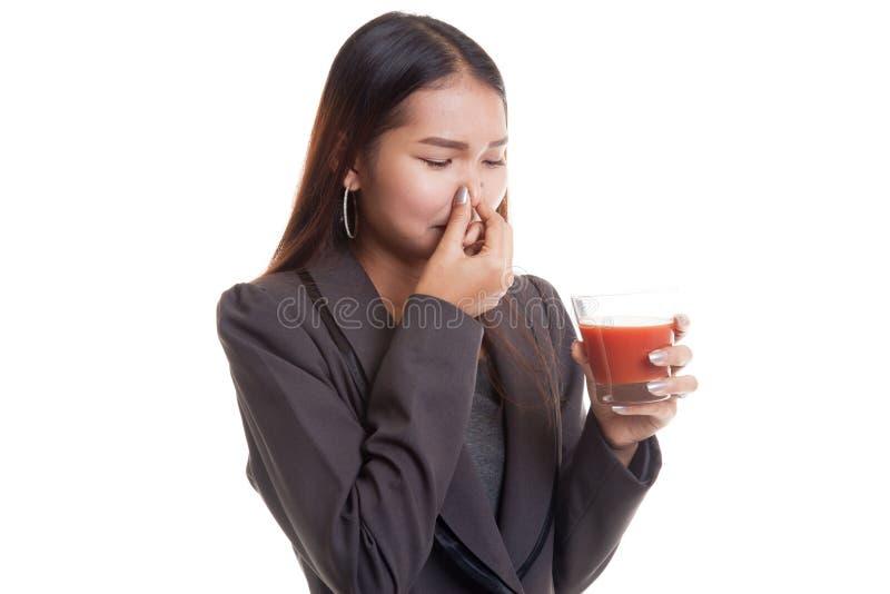 Suco de tomate asiático novo do ódio da mulher de negócio foto de stock
