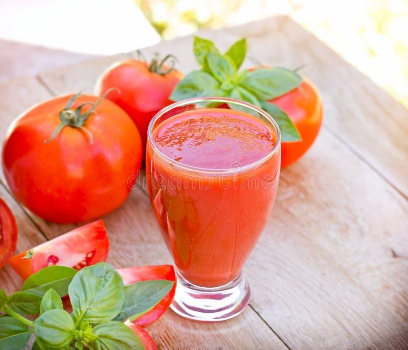 Suco de tomate - batido do tomate fotografia de stock