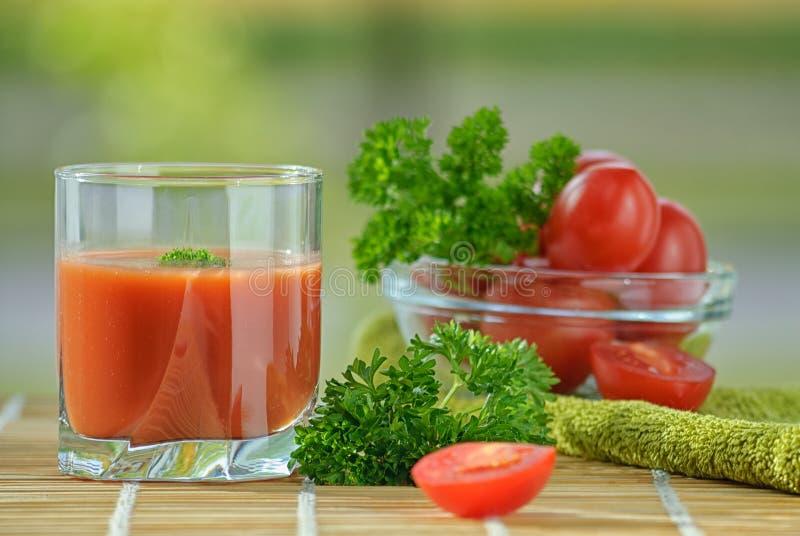 Suco de tomate fresco imagens de stock royalty free