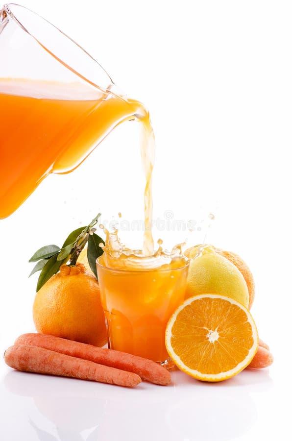 Suco do citrino e de cenoura fotos de stock