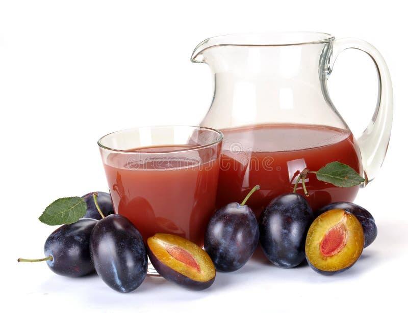 Suco e fruta da ameixa fotografia de stock royalty free