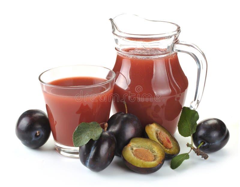 Suco e fruto da ameixa fotografia de stock
