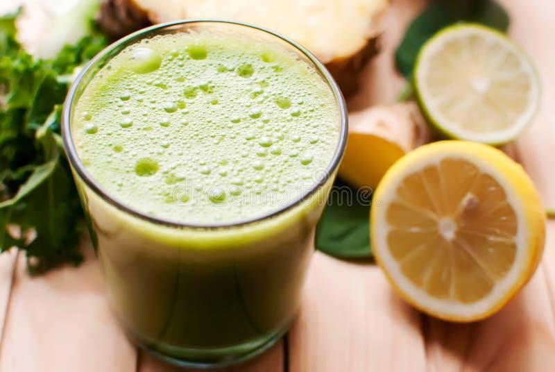 Suco verde saudável da desintoxicação fotografia de stock