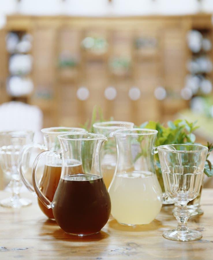 Sucos de fruta Assorted imagem de stock royalty free