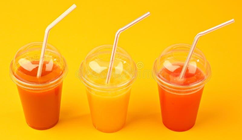 Sucos de fruta naturais foto de stock royalty free