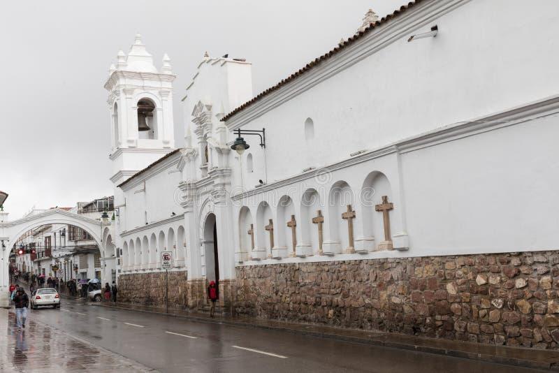 SUCRE, BOLIWIA - 8 DE FEVEREIRO DE 2018: Igreja de San Francisco em Sucr foto de stock royalty free