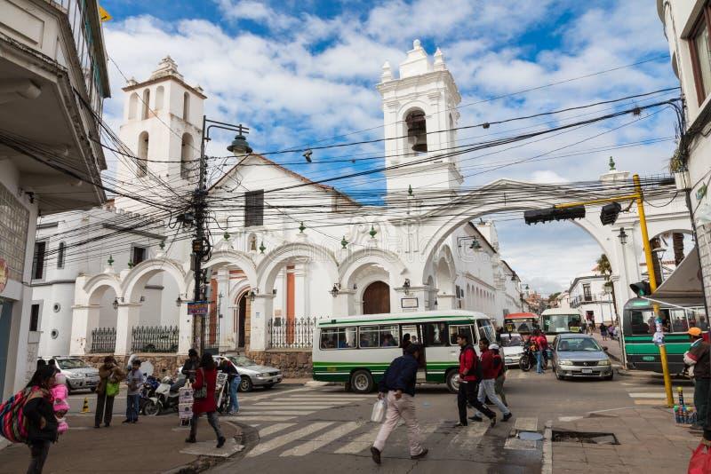 SUCRE BOLIWIA - FEBRUARI 08, 2018: San Francisco kyrka i Sucr arkivfoton