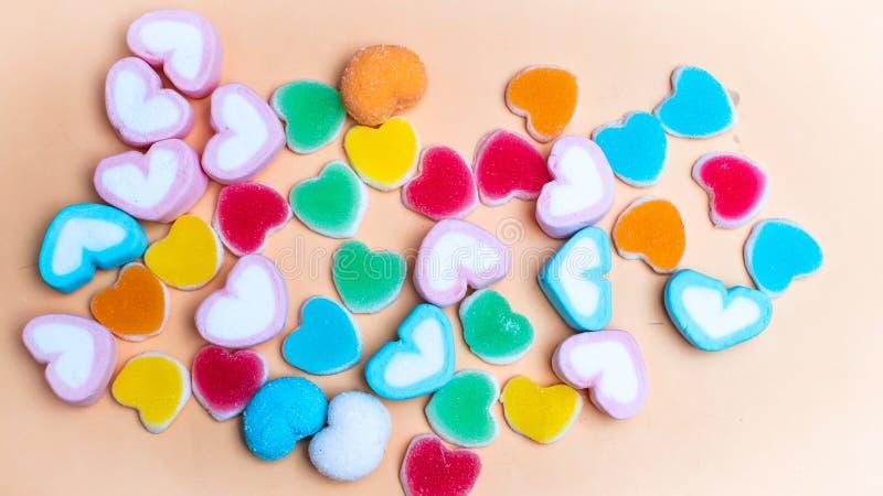Sucrerie color?e de guimauves de gel?e dans la forme de coeur Concept de l'amour bonheur vacances id?e de concept d'amour de fond photographie stock libre de droits