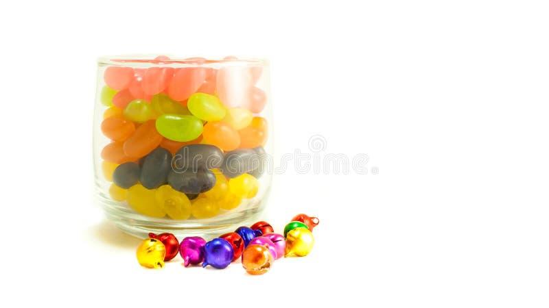 Sucrerie colorée en verre sur le fond blanc images libres de droits