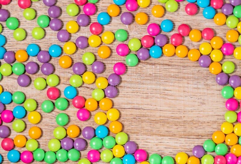 Sucrerie douce de couleur, fond coloré image libre de droits