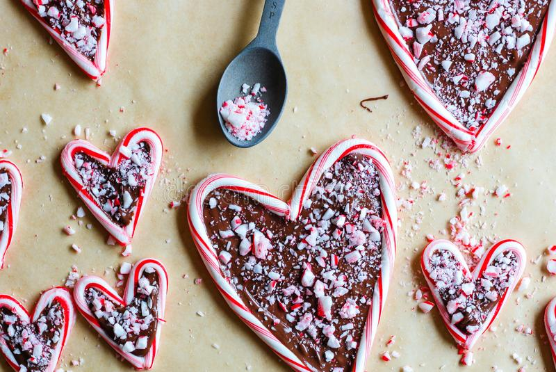 Sucrerie remplie par chocolat Cane Hearts photos libres de droits