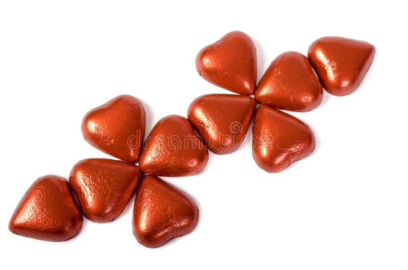 Sucrerie rouge sous la forme de coeurs sur le fond blanc photos libres de droits