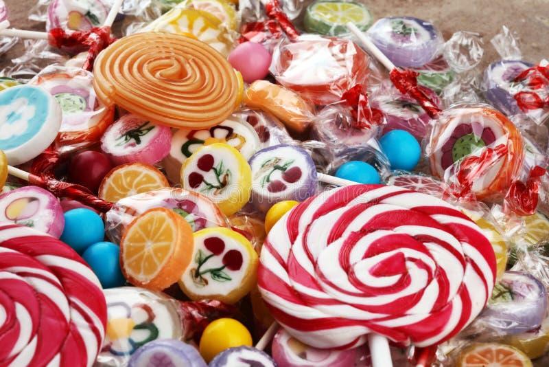 Sucreries avec la gelée et le sucre choix coloré de différents childs images stock