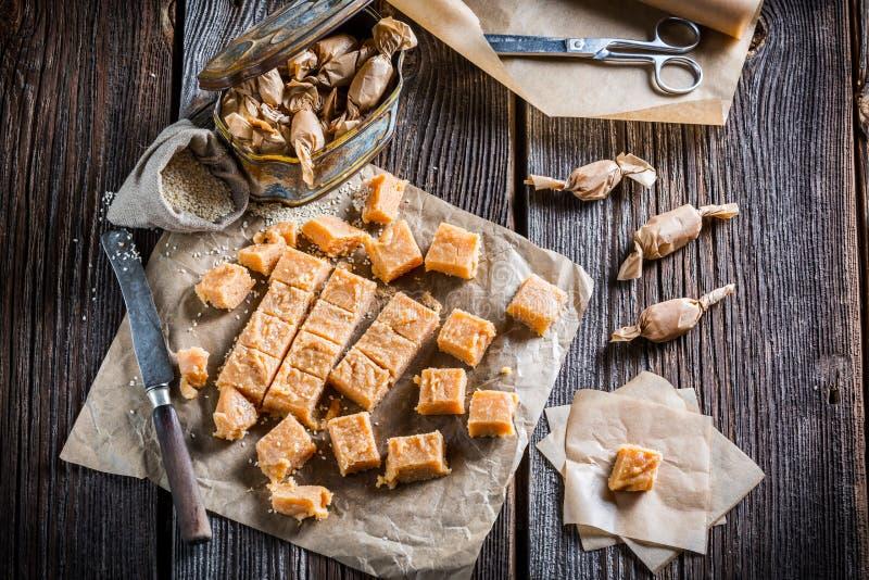 Sucreries douces faites maison de caramel photos stock