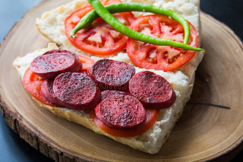 Sucuk Ekmek/salsiccia in pane immagini stock