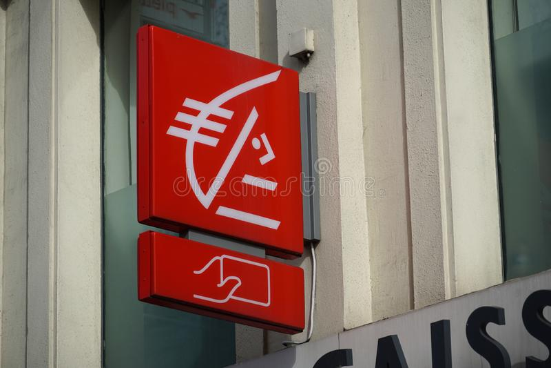 Sucursal bancaria del pargne del ‰ de à de Caisse d ' fotos de archivo