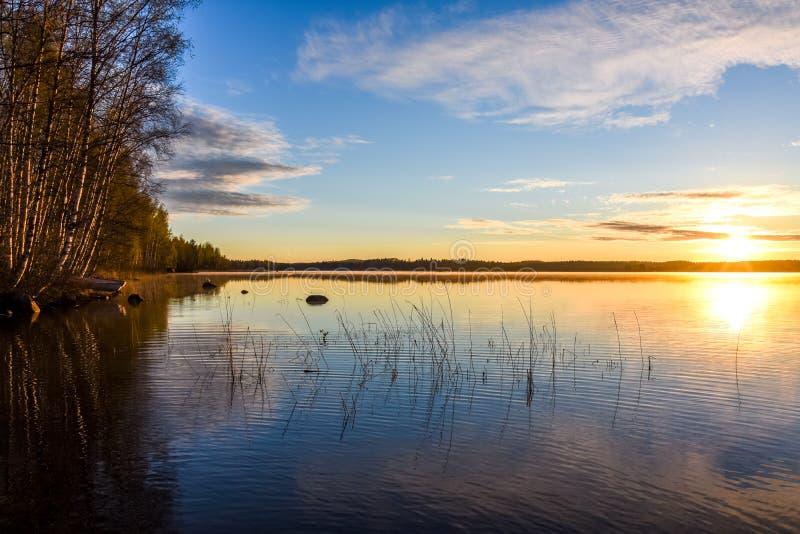 Sud Savo de paysage de lac et de Soleil Levant image stock