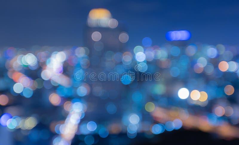 Suddig abstrakt bakgrund tänder med härlig Cityscapesikt arkivbilder