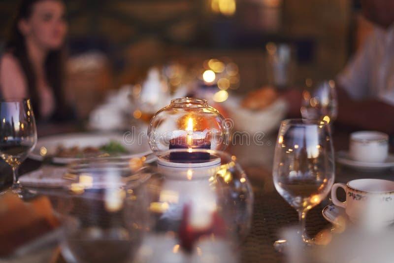 Suddig bakgrund: Kund på restaurangsuddighetsbakgrund med fotografering för bildbyråer