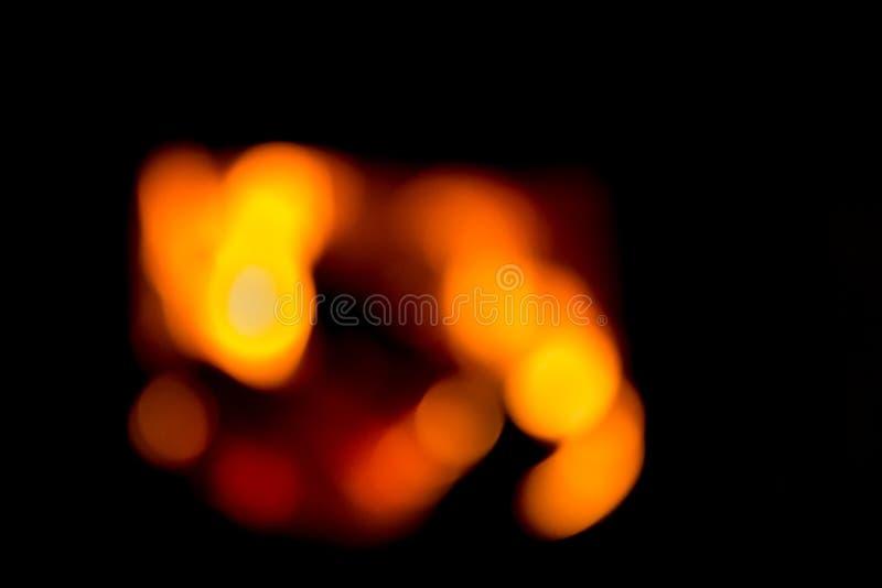 Suddig bakgrund med bränningvedträ i spisen royaltyfri bild