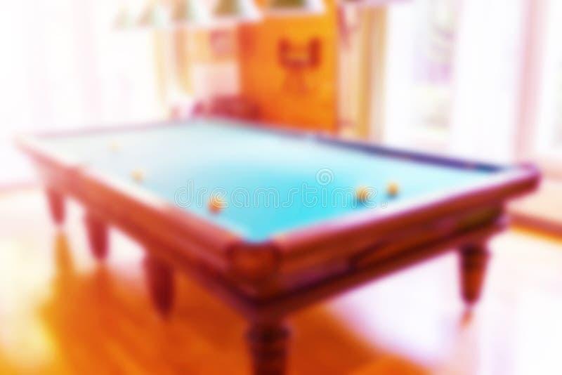 Suddig bakgrundssnookerbiljard på tabellbollar Billiardbokeh Suddigt slut för Billiardtabell upp Biljardbollar och stickreplik på arkivfoton