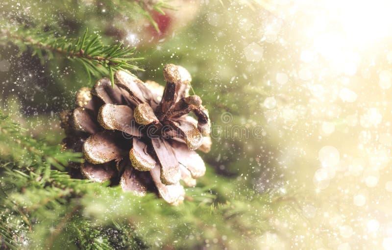 Suddig bokehbakgrund för jul eller för nytt år med festlig gran arkivbilder
