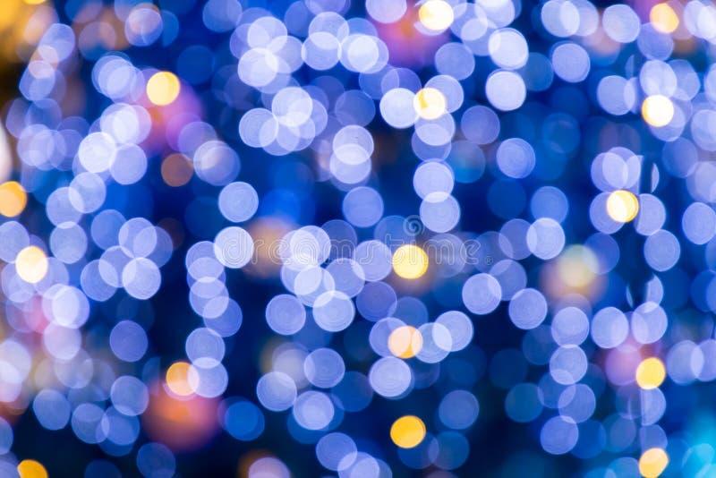 Suddig bokehljusbakgrund, jul och det nya året semestrar bakgrund Färgrik härlig suddig bokehbakgrund med kopian royaltyfri fotografi