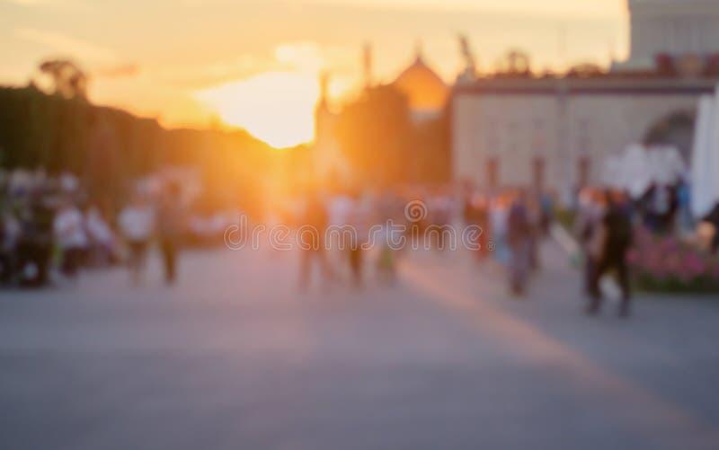 suddighet bakgrund Pamoramic sikt Gatafotografi promenad Folket g?r arkivfoto