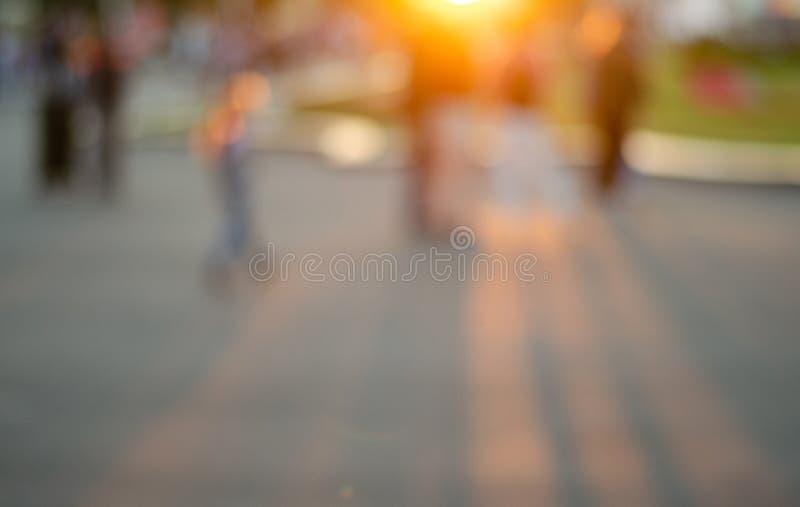suddighet bakgrund Pamoramic sikt Gatafotografi promenad Folket g?r fotografering för bildbyråer