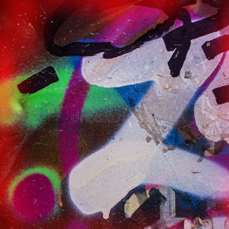 suddighet bakgrund Spår av en svart sprej och blått på bränningen royaltyfri fotografi